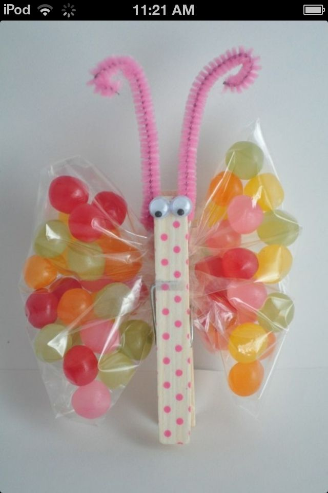 Really cute Easter idea!!! Would be great for Christmas party at the kids school