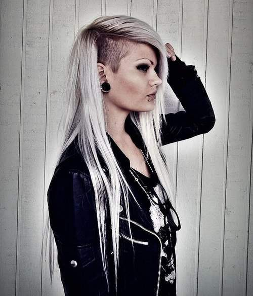 I would not have ANY of my hair shaved off, but that's shawwwwp! I'd probably try this style with that part of my hair braided...