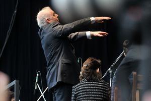 Barenboim y una nueva ovación con un concierto gratuito en puente Alsina - 2014