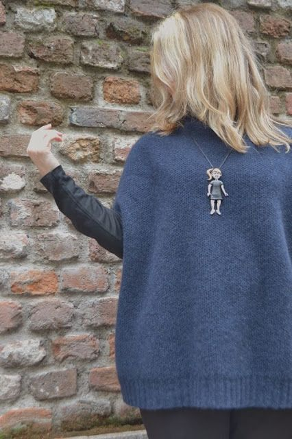 Nero e blu Maglia di Cachemire  | Black and Blue  cachemire sweater thanks to @Clarissa Vintage