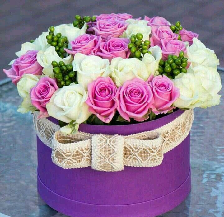 гифки с днем рождения розы в коробке окружена