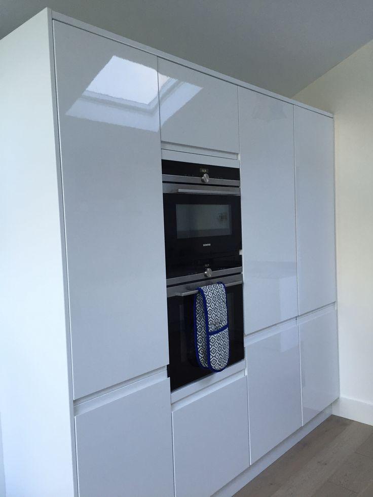 White High Gloss Howdens Handle Less Kitchen Siemens
