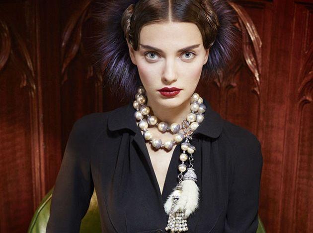 Pearls by Dior, Chanel, Jean Paul Gaultier http://ona.idnes.cz/podzimni-navrat-elegantnich-perel-oblibil-si-je-dior-i-gaultier-pvw-/modni-trendy.aspx?c=A110930_134801_styl_ves