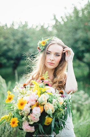 Весенняя невеста: фотосессия в зелёном саду, украшение прически невесты цветами