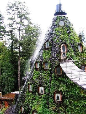 Hotel La Montaña Mágica. Huilo-Huilo, Chile.