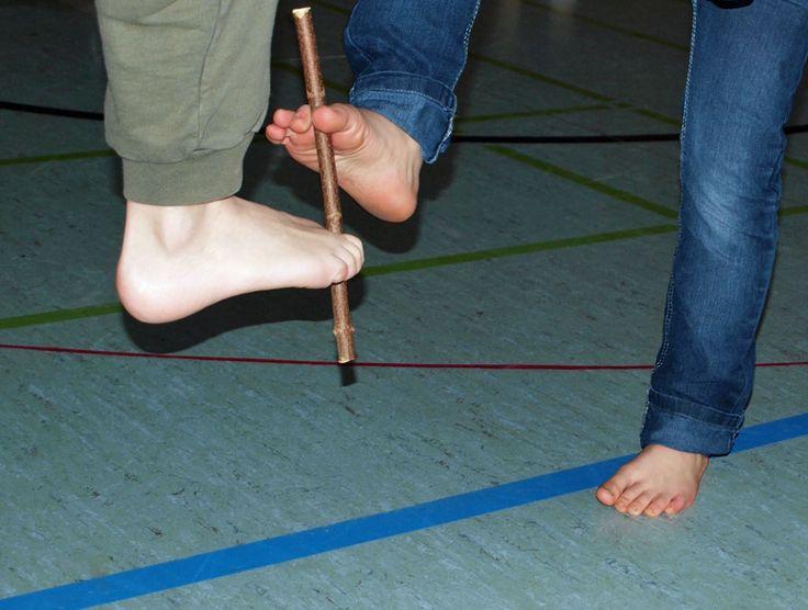Fußgymnastik mit Stöckchen