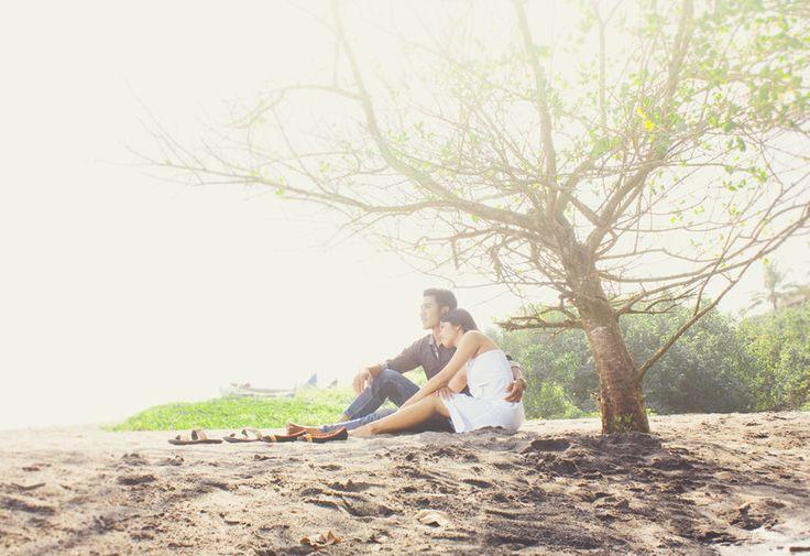 couple photo under tree