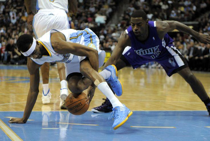 Mano destra sul blu e piede sinistro sul giallo (Corey Brewer)