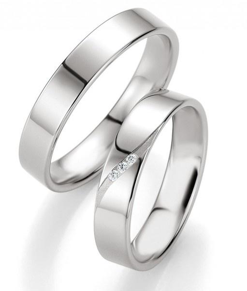 333 Weissgold Trauringe Mackenzie mit drei Brillanten mit 0,03 ct bei dem Damenring by verlobungsring.de #love #weißgold #wedding