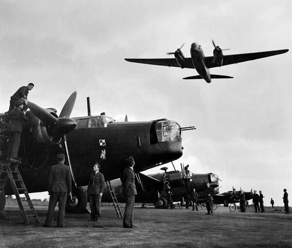 Ground crews of No. 300 Polish Bomber Squadron work on their Vickers Wellingtons. Lincolnshire, England. #WW2