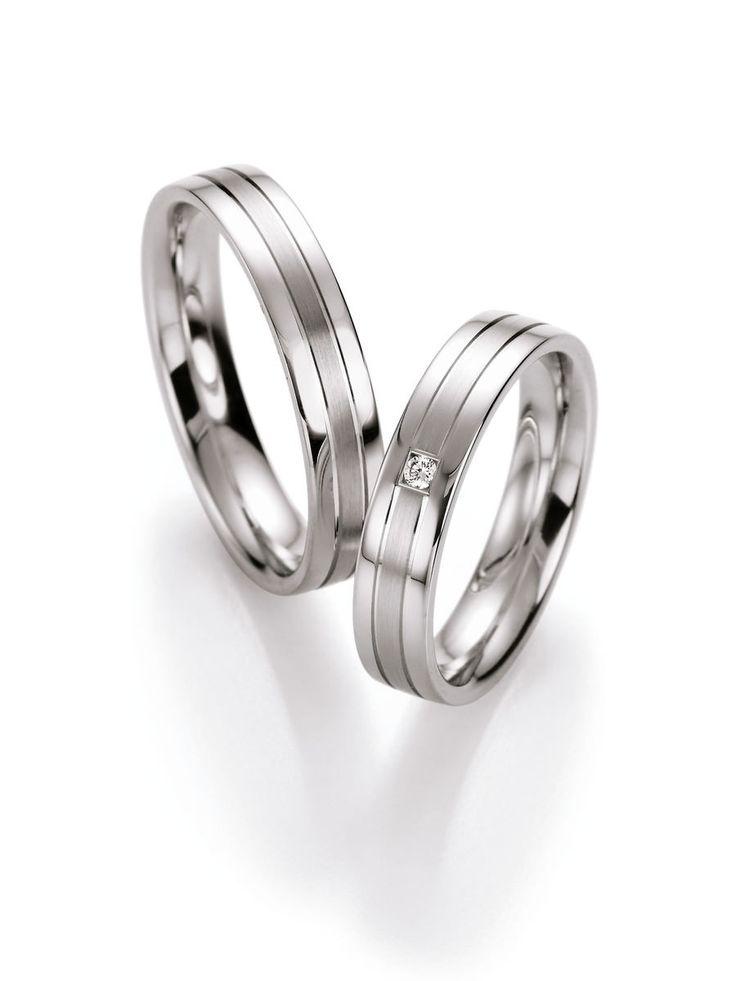 Silber Partnerringe. Ringbreite: 4,5 mm. Kollektionen: Zeitlose Klassiker. Steingröße & Qualität: ges. 0,03 ct w/si. Material: Silber. Ringhöhe: 1,8 mm. Oberfläche: mattiert, glänzend. Lieferzeit: 7-10 Werktage