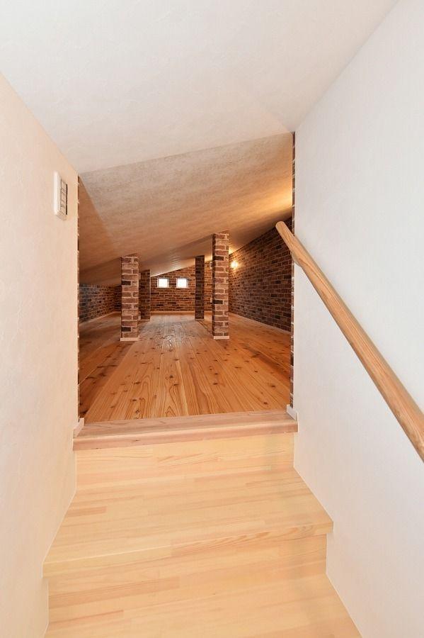 おしゃれな書斎と固定階段が使いやすい小屋裏収納のある家 寺島製材所
