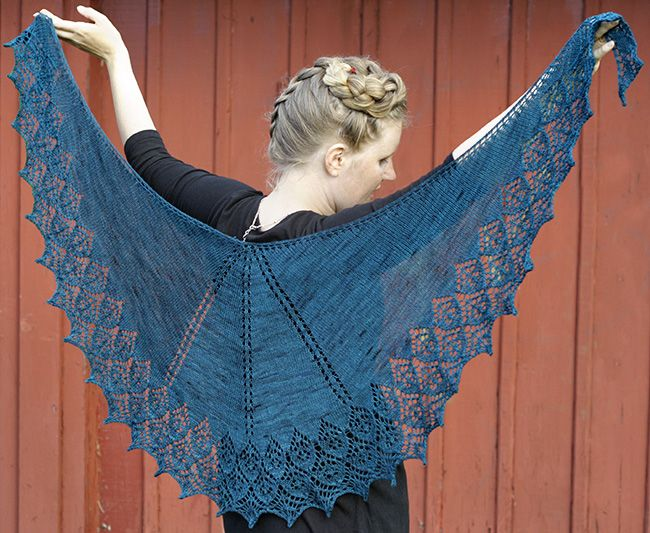 Cameo flower shawl : Knitty.com - Winter 2015
