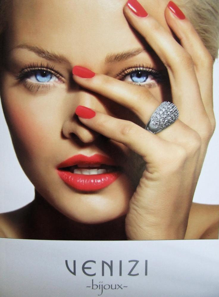 Venez profiter des soldes d'été chez Venizi à Tourcoing et bénéficiez de -50%* sur l'acier et les perles et de prix ronds attractifs* sur les articles signalés en magasin!    *voir conditions en magasin