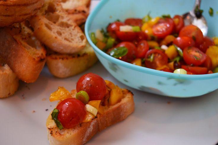 Coisas e Coisinhas: Bruschettas com tomates cereja e pimentos grelhados