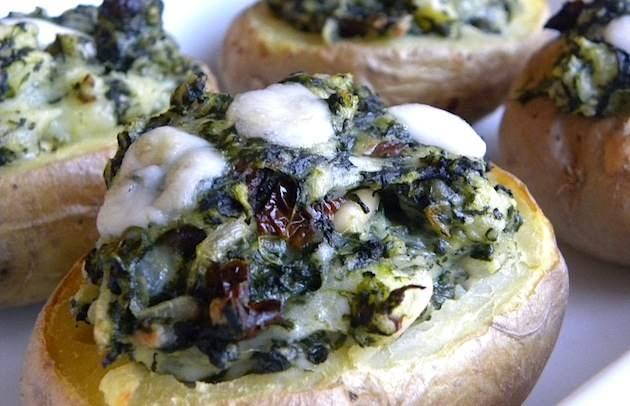 Patate ripiene con spinaci e formaggio di capra
