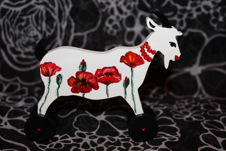 символ 2015 г - козочка - в одном из трендовых принтов наступающей весны