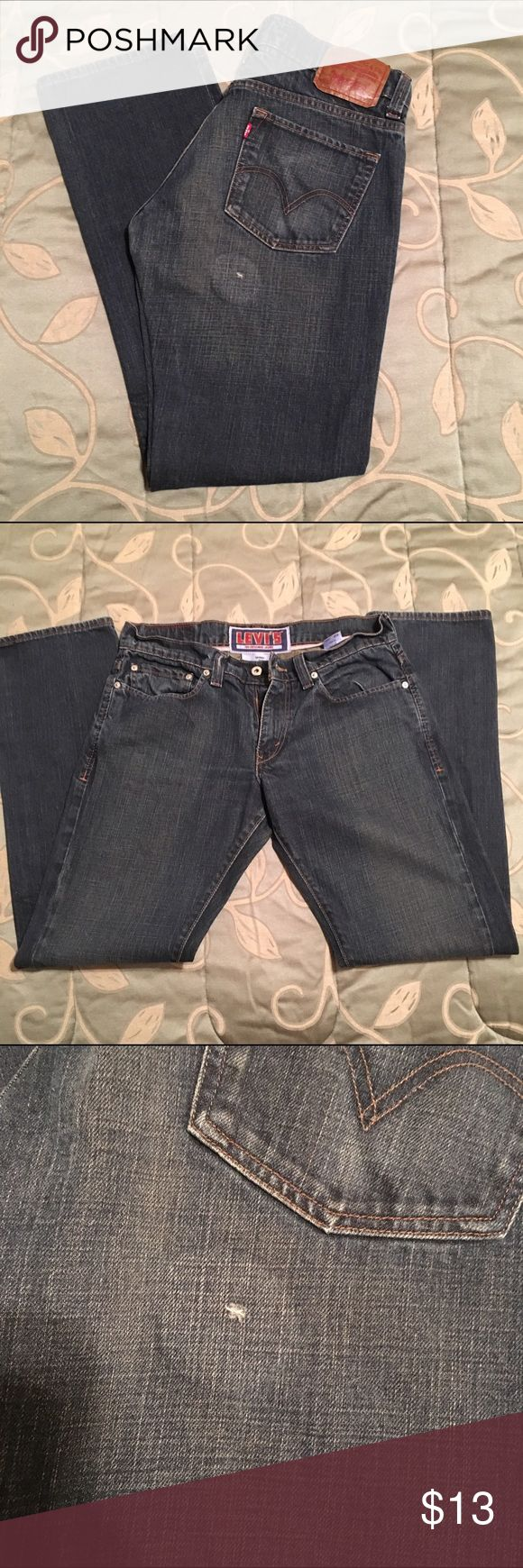 Levi's Men's 511 Skinny Jeans 👖 Men's Levi's 511 Skinny Jeans 👖 Small hole on right side below pocket. There's an iron on patch inside, hence the circle pattern. Still in great shape otherwise. Could easily be cut off into booty shorts. 33 x 32 Levi's Jeans Skinny