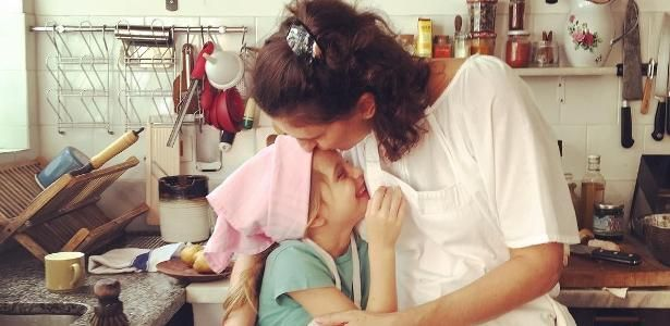 """""""Seja livre e não sinta culpa"""": Paola Carosella dá lição sobre maternidade"""