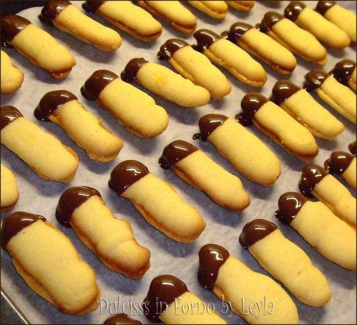 lingue di gatto biscotto doppio con marmellata frolla montata frolla montata alle mandorle biscotto natalizio con marmellata biscotti con marmellata cioccolato biscotti con tasca da pasticcere biscotti con sac a poche biscotti senza stampo biscotti senza formina biscotti buonissimi biscotti veloci biscotti velocissimi ricetta facile ricetta biscotti natale facile biscotti natalizi semplici marmellata cioccolato biscotti di natale con cioccolato biscotti ripieni di marmellata biscotti farciti…