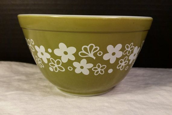 Pyrex 401 Spring Blossom Crazy Daisy Verde by ShellysSelectSalvage
