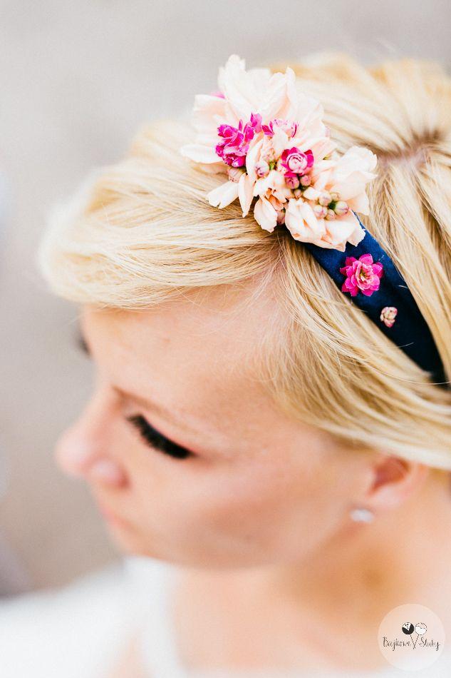 INNA Studio_ flowers for hair / kwiaty do włosów / opaska na wstążce / fot. Bajkowe Śluby