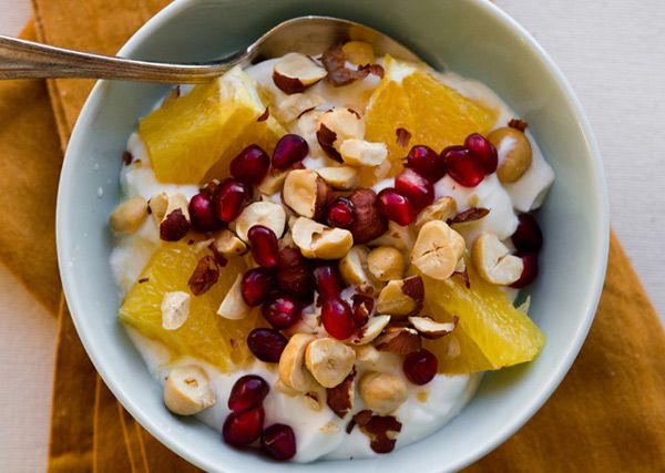 Greek yogurt with orances, pomegranite seeds and hazelnuts.: Orange, Fun Recipes, Pomegranate Seeds, Food, Breakfast, Orange, Granada, Greek Yogurt