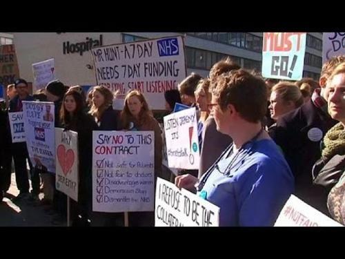 #Cronaca: #Inghilterra: continua il braccio di ferra tra governo e giovani medici da  (link: http://ift.tt/26rXYLg )