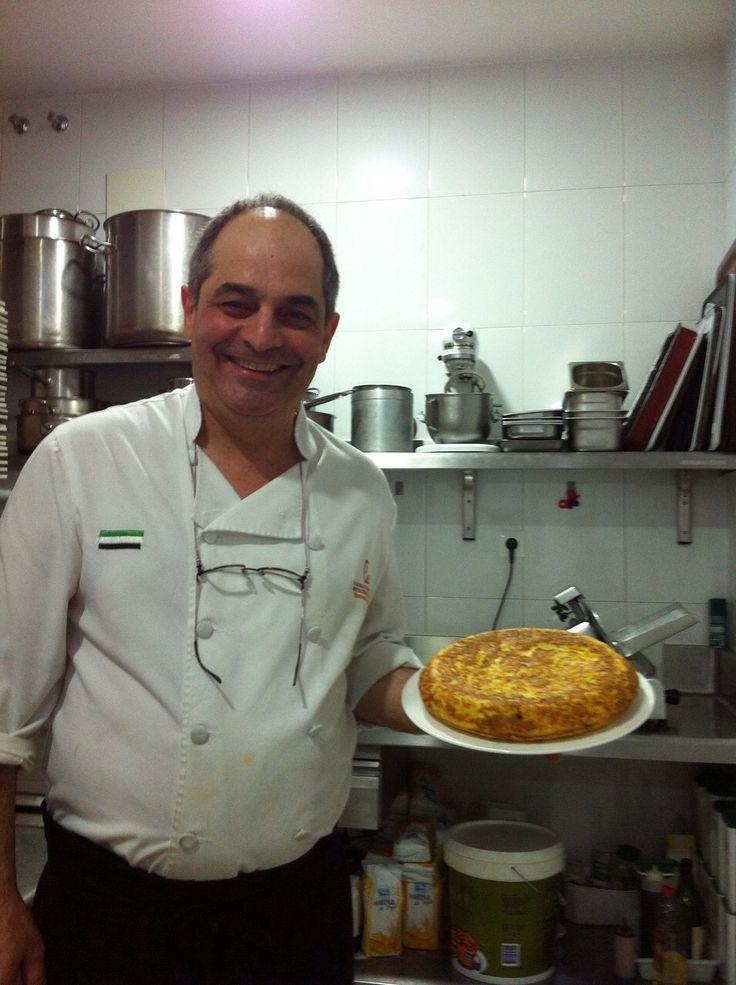 ¡Qué calor! Hoy mirar que tortilla nos ha hecho nuestro cocinero Manuel Espada para acompañar con un salmorejo #Cáceres