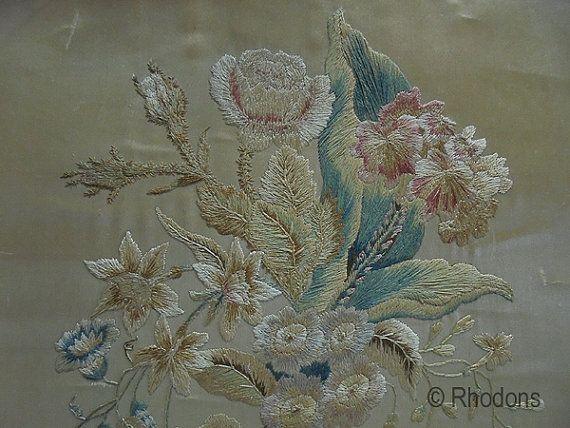 Antiek Victoriaanse zijde borduurwerk  bloemen  19e door Rhodons