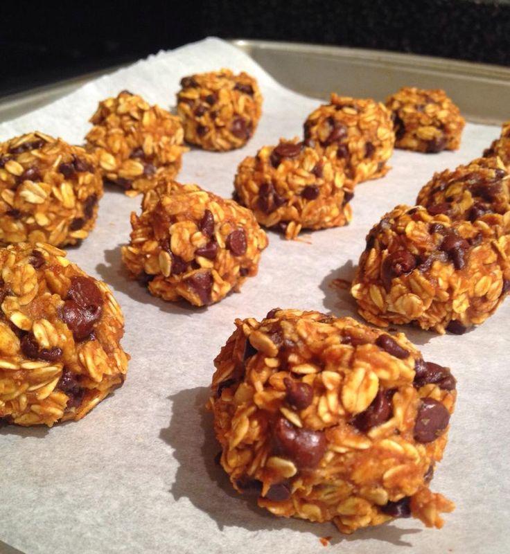 Dark Chocolate Chip Pumpkin Cookies bites!! Ingredients: 1 1/2 cups ...
