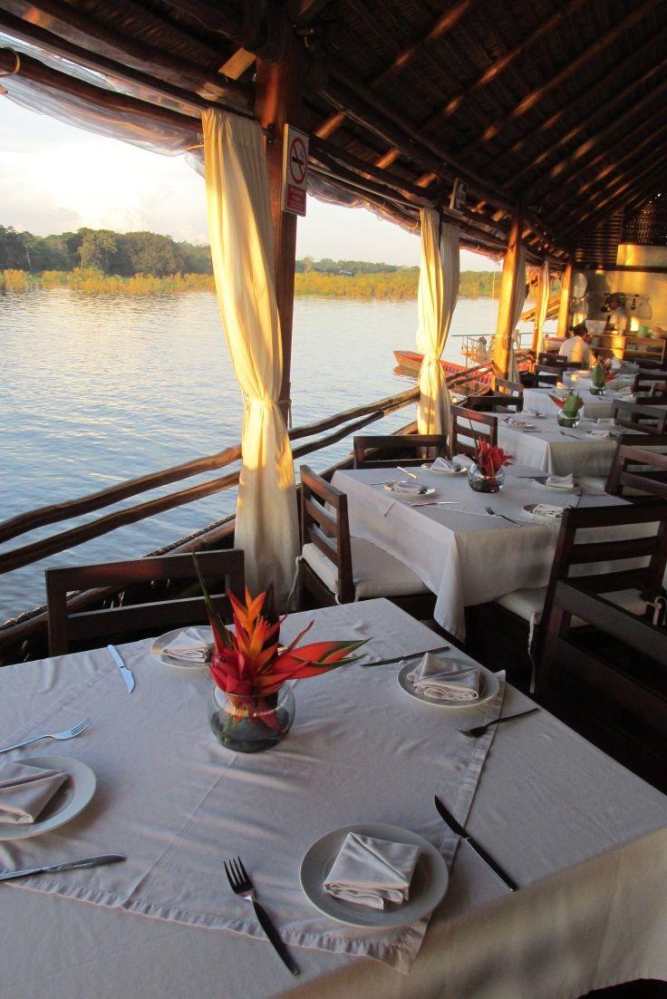 Al Frío y Al Fuego, the floating restaurant of Iquitos #Peru