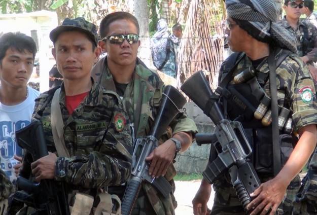 "KIBLAT.NET, Manila – Sebanyakdelapan belas tentara nasionalFilipina dan lima pejuang Abu Sayyafterbunuh setelah baku-tembak di Filipina Selatan pada Sabtu (9/4), kata militer, pada Ahad. ""Pertempuran sengit juga melukai 53 prajurit dan 20 pejuang lagi,"" kata Mayor Filemon Tan, Juru Bicara Komando Militer Mindanao Barat. Di kubu pejuang Abu Sayyaf, salahsatu yang terbunuhadalah pejuangasal Maroko. Iabernama …"