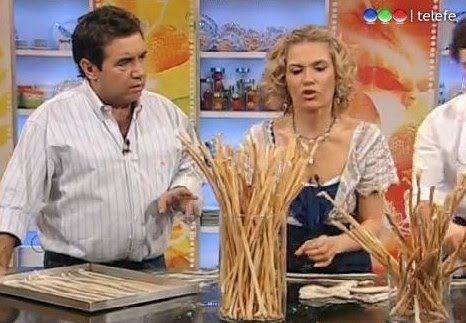 Grisines Maru Botana:  800 grs de harina 0000 30 grs de sal 20 grs de levadura 150 cc de aceite de maíz 400 cc de agua