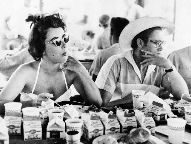 elizabeth taylor and james dean eating lunch on the set of giant, 1955