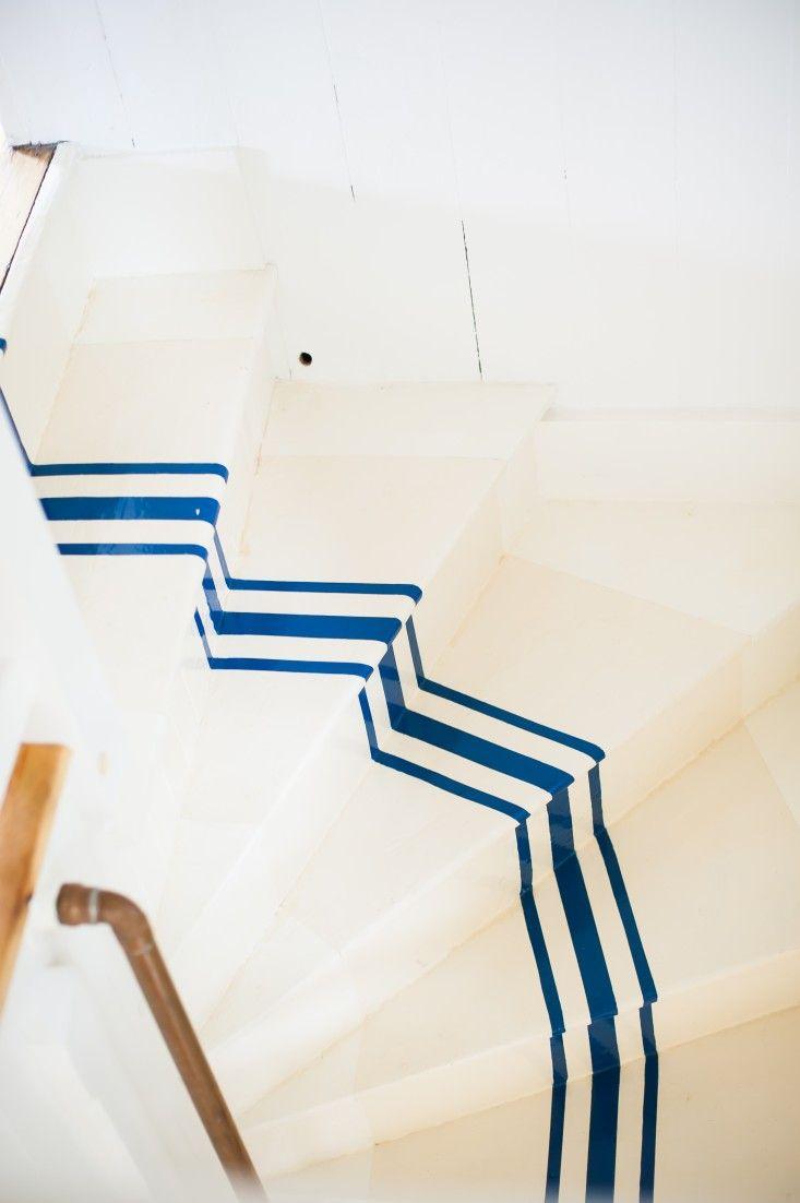 Remodeling 101: Nautical Stripes on the Stairs I tengerészcsíkos lépcső