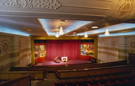 Capri Theater - free Wurlitzer Organ recital before movies