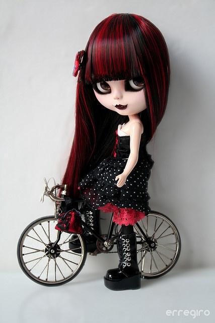 Gothic Ride by erregiro, via Flickr (custom Blythe)