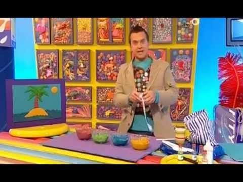 Мистер Умелец - это яркое, красочное шоу-урок, которое обучает детей как из подручных материалов создавать различные поделки. Рисунок, раскраска, аппликация,...