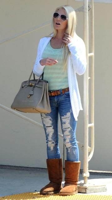 I love this purse, and want one of these purses, the Hermes Birkin, it's a classic... it makes me gag that an idiot like Heidi Montag has one