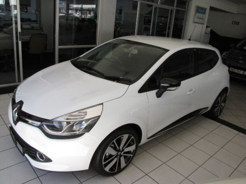 2015 Renault Clio IV 900T 66kW, White - Only 44 kms on the meter, Like BRAND BRAND New for R 194 900. Contact: Karen Gouws: 084 540 6178