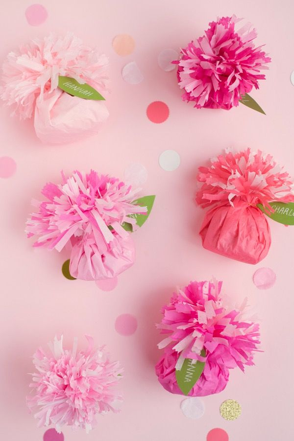 Tissue Paper Carnation Place Cards + Favors DIY | Oh Happy Day! | Bloglovin'