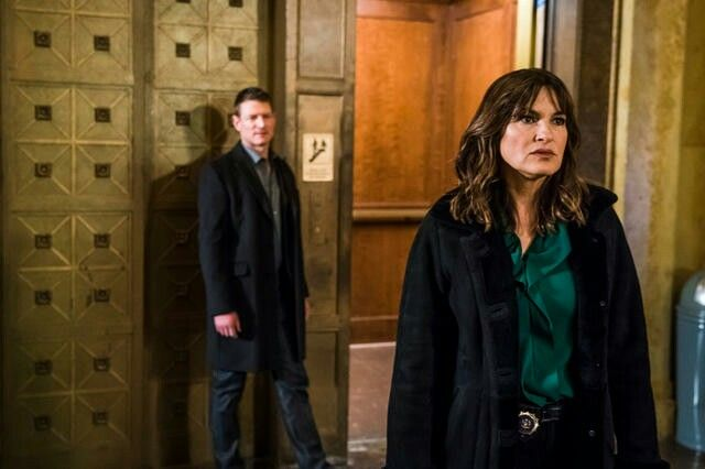Philip Winchester As Peter Stone Mariska Hargitay As Olivia Benson Law Order Svu Law And Order Special Victims Unit Law And Order Law And Order Svu