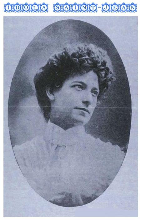 IDOLA ST-JEAN fait figure de pionnière dans la lutte pour l'obtention du droit de vote féminin. Elle enseigne au département d'études françaises de l'Université McGill tout en militant activement pour l'avancement de la cause des femmes au Québec. En 1927, elle relance le débat sur le suffrage féminin en fondant l'Alliance canadienne pour le vote des femmes du Québec.
