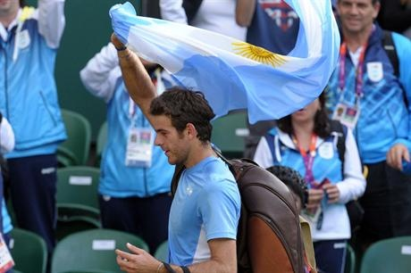 Juan Martín del Potro celebrating with the argentinian flag after winning his second round match against Andreas Seppi.