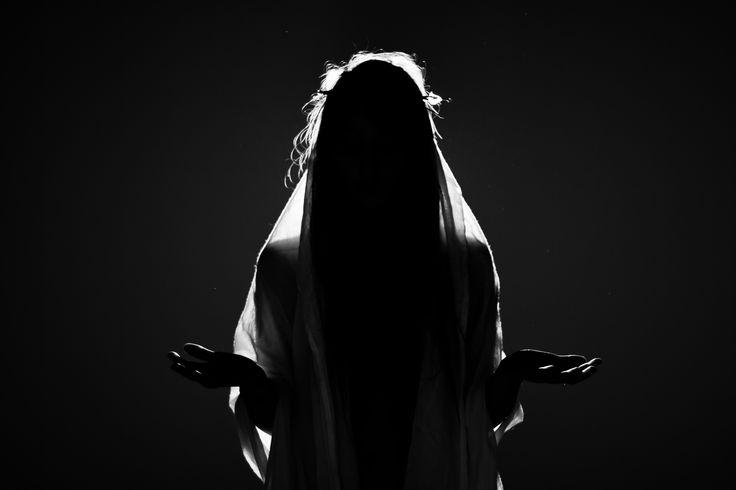 Christ féminin black and white photo