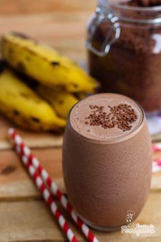 Para refrescar nesse calor nada melhor que a combinação perfeita da banana e do chocolate em um delicioso smoothie!!!!