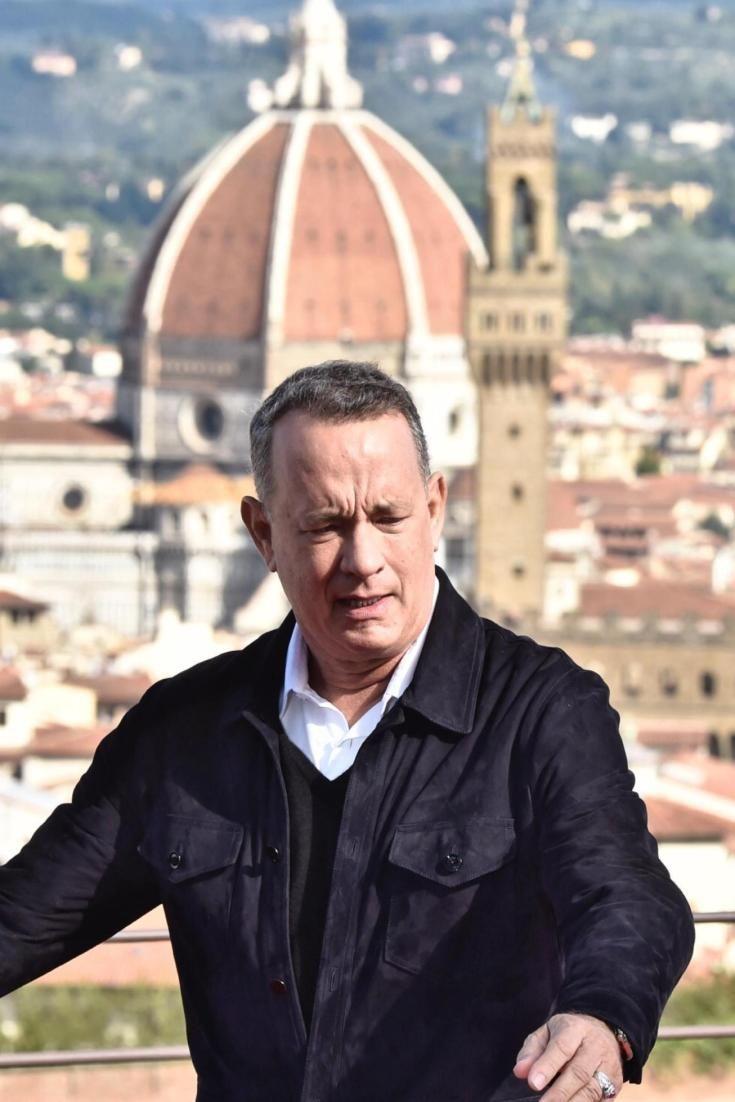 """Tom Hanks senza fiato di fronte alla Porta del Paradiso di Ghiberti: """"Una meraviglia, mai visto niente del genere"""""""
