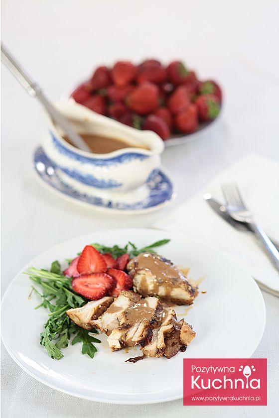 #przepis na obiad czyli #kurczak z truskawkami - pomysł na piersi kurczaka z sosem truskawkowym  http://pozytywnakuchnia.pl/piers-kurczaka-z-sosem-truskawkowym/  #obiad #truskawki