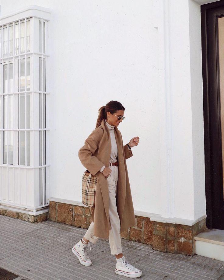 | Look Monochromatic in beige – Turtleneck + High Waist Pants + Maxi coat + All Star High End White + Brown Belt |